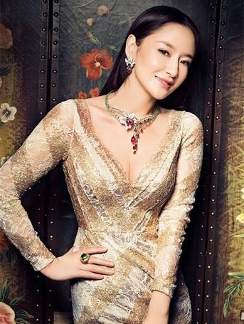 asian jewelry expert jpg 853x1280